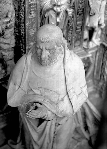 Tombeau des Cardinaux d'Amboise, statue orante de Georges II : face baissée