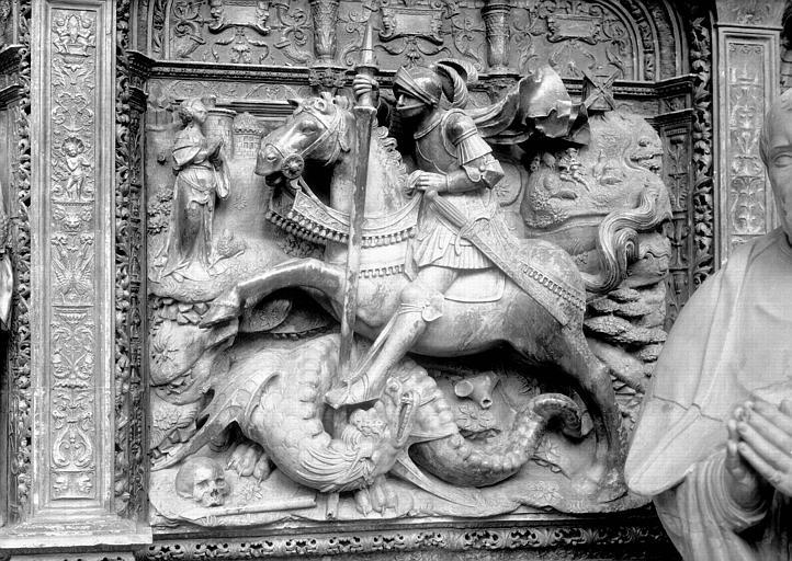Tombeau des Cardinaux d'Amboise, dorsal, relief central : saint Georges terrassant le dragon