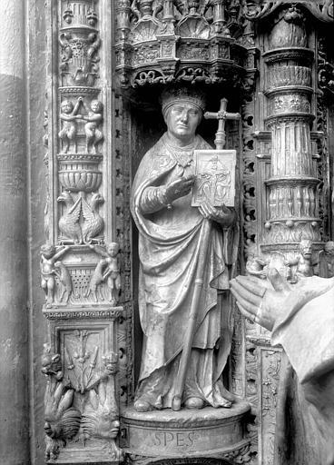 Tombeau des Cardinaux d'Amboise, dorsal, partie à dextre : statue d'un évêque, l'Espérance