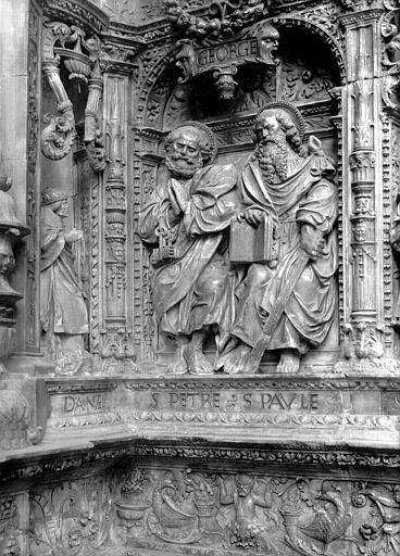 Tombeau des Cardinaux d'Amboise, entablement : statues de Pierre et Paul
