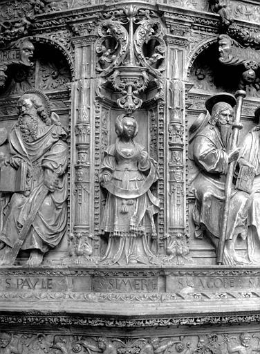 Tombeau des Cardinaux d'Amboise, entablement : statue de Sibylle Cimérienne