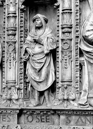 Tombeau des Cardinaux d'Amboise, entablement : statue d'Osée