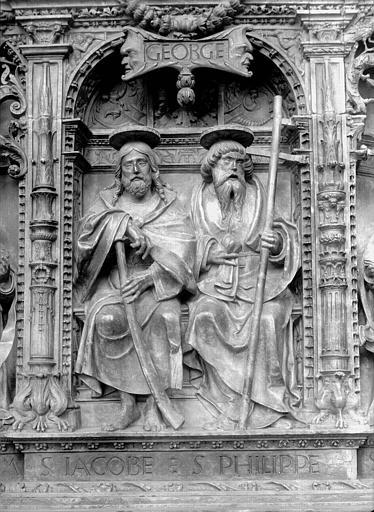 Tombeau des Cardinaux d'Amboise, entablement : statues de saint Jacques le Mineur et saint Philippe