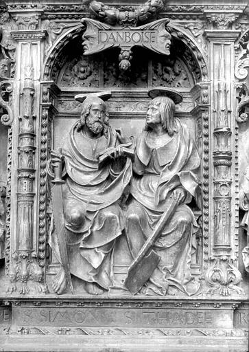 Tombeau des Cardinaux d'Amboise, entablement : statues de saint Simon et saint Thadée