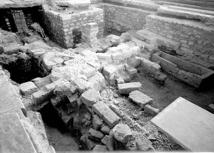 Nef, aménagement des fouilles de 1947-1948 : vue générale vers le sud-est