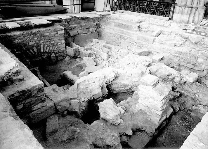 Nef, aménagement des fouilles de 1947-1948 : vue générale vers le nord-ouest