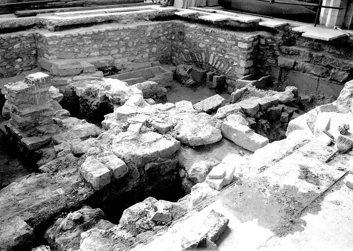 Nef, aménagement des fouilles de 1947-1948 : vue générale vers le sud-ouest