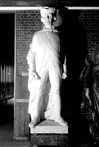 Statue en pierre : Amiral du Chaffault