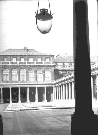 Corps central au niveau de la galerie d'Orléans, côté Montpensier
