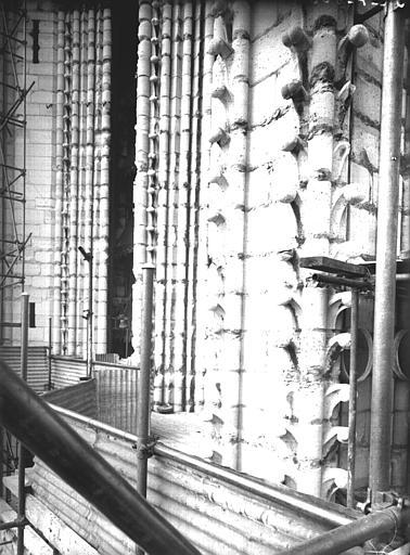 Tour sud, dégradations des piles du dernier étage : côté sud