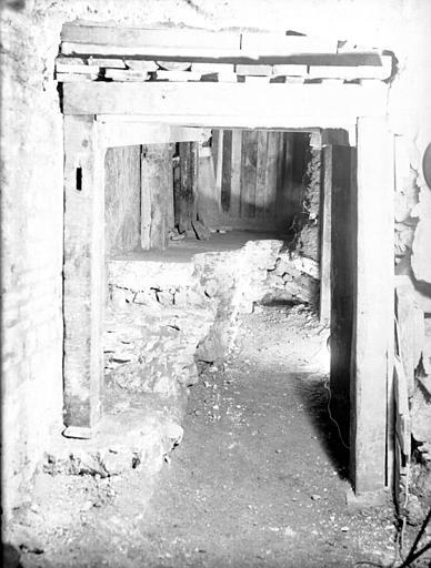 Salle O : sol inférieur de l'hypocauste dans la cave médiévale le long de la rue du Sommerard