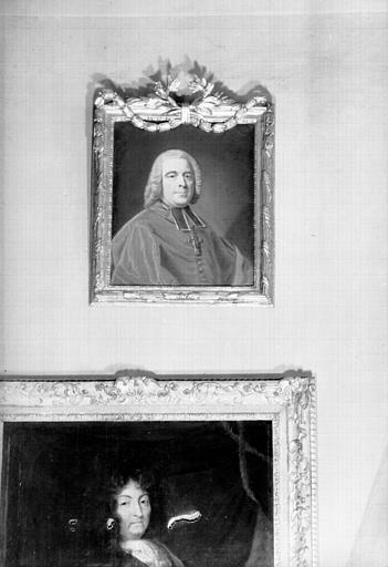 Portrait en buste d'un abbé, situé dans le Grand Salon