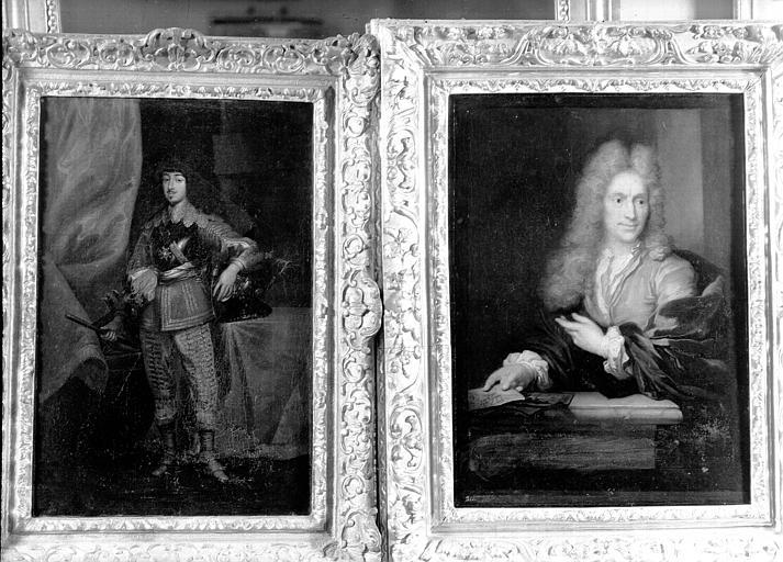 Portrait d'homme en pied époque Louis XIII, portrait d'homme en buste époque Louis XIV, situés dans la Chambre de la Poupée