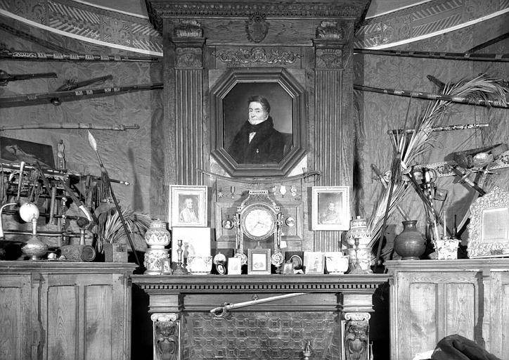 Portrait d'homme au-dessus de la cheminée, situé dans la Chambre de l'Oncle
