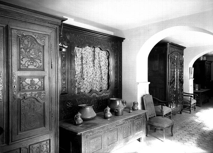 Vue d'ensemble de la Galerie du deuxième étage avec meubles bretons
