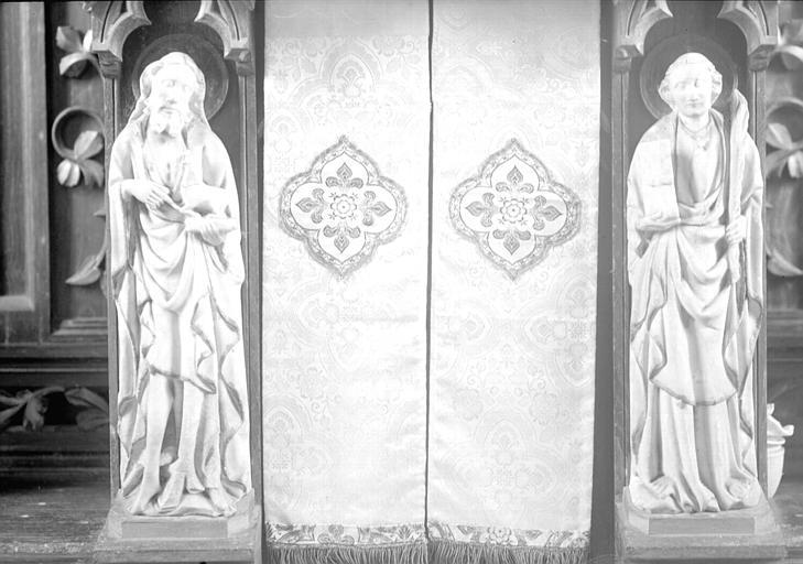 Deux statues en albâtre : saint Jean-Baptiste et saint Etienne (supposé)