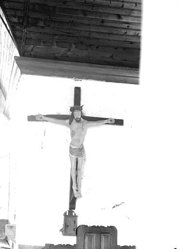 Statue en bois polychromé : Christ en Croix