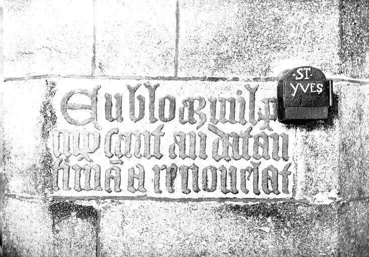 Inscription en lettre gothiques