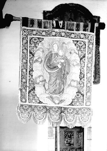 Avers d'une bannière en velours de soie et broderies métalliques repésentant la Vierge à l'Enfant
