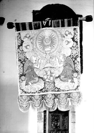 Revers d'une bannière en velours de soie et broderies métalliques représentant des Anges adorant l'Ostensoir
