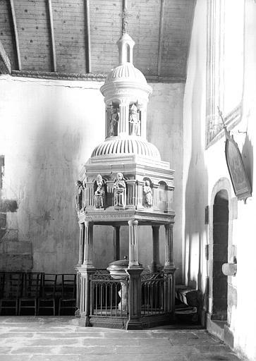 Fonts baptismaux : baldaquin en pierre
