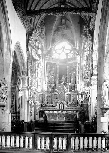 Retable et décoration du maître-autel en bois doré