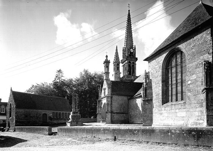 Ensemble de l'église côté sud et calvaire