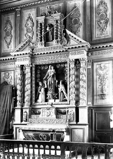 Autel et retable du Rosaire en bois sculpté