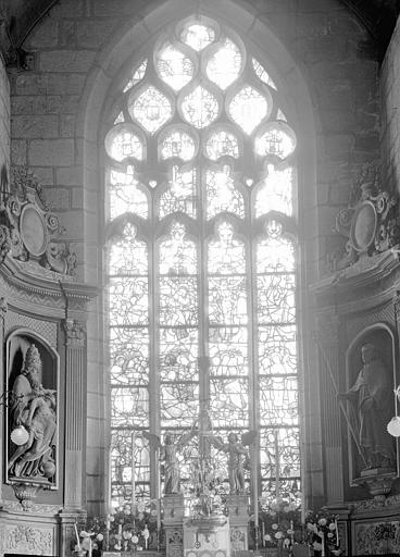 Vitrail de la chapelle absidiale : la Passion