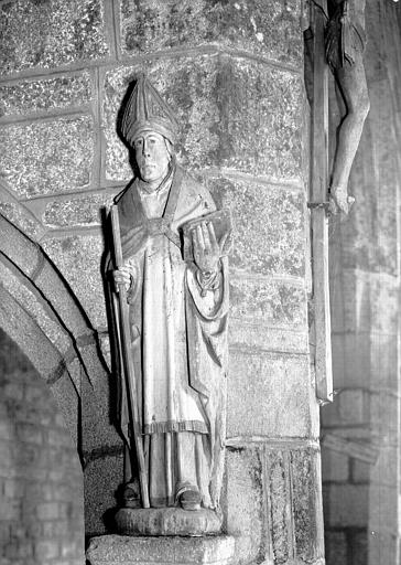 Statue en bois polychromé : saint Guénolé