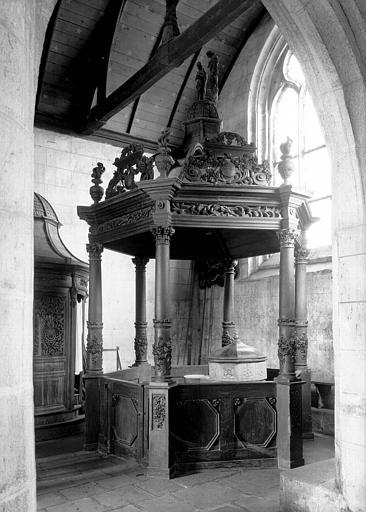Baldaquin de fonts baptismaux, bois sculpté
