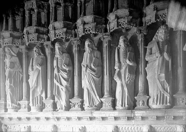 Porche sud : statues de six apôtres