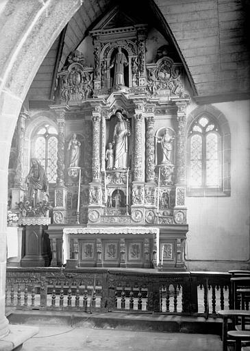 Autel et retable latéraux sud en bois sculpté