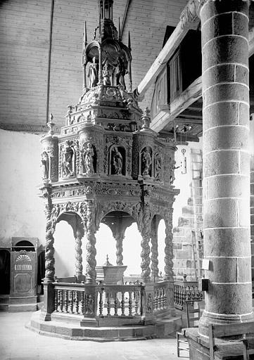 Fonts baptismaux : baldaquin en bois sculpté