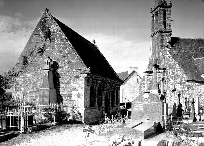 Ossuaire du 17e siècle et clocher
