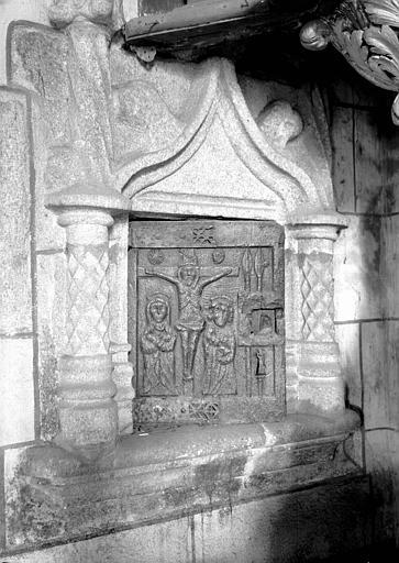 Armoire eucharistique, pierre, porte du 16e siècle