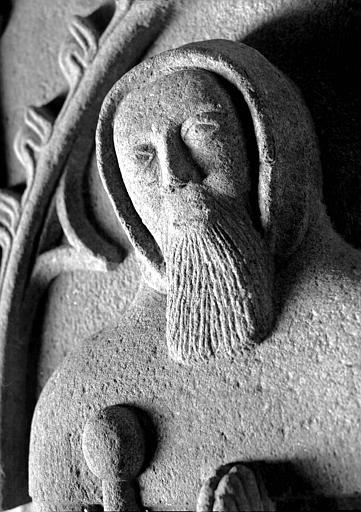 Tête du gisant du tombeau de saint Edern, granit