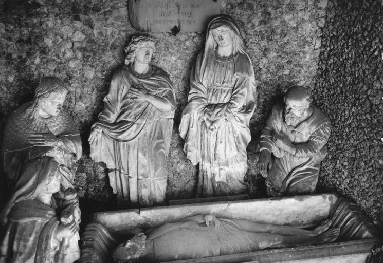 Groupe sculpté : Sépulcre de l'ancienne église Saint-Michel, pierre