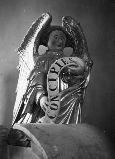 Statue : Vierge de l'Annonciation, pierre