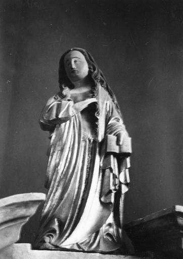 Statue : Ange de l'Annonciation, pierre