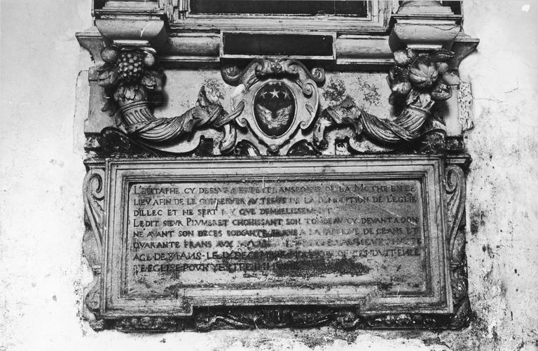 Monument funéraire, détail de l'inscription en partie basse, pierre