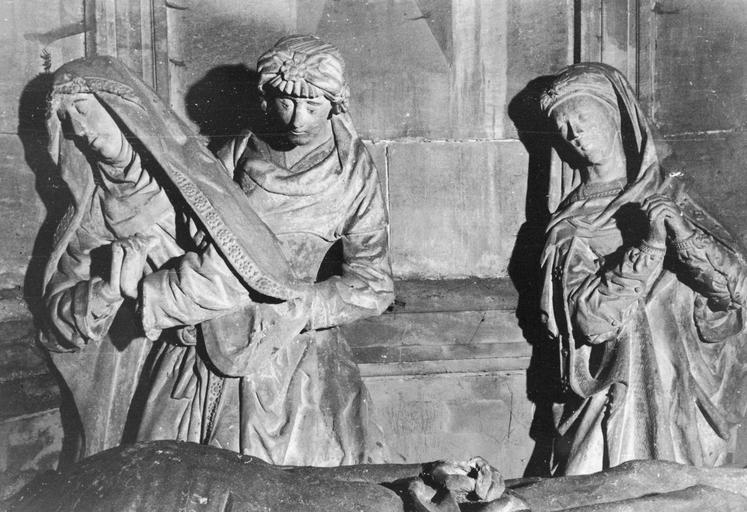Groupe sculpté : Mise au tombeau (La), détail de la Vierge, pierre