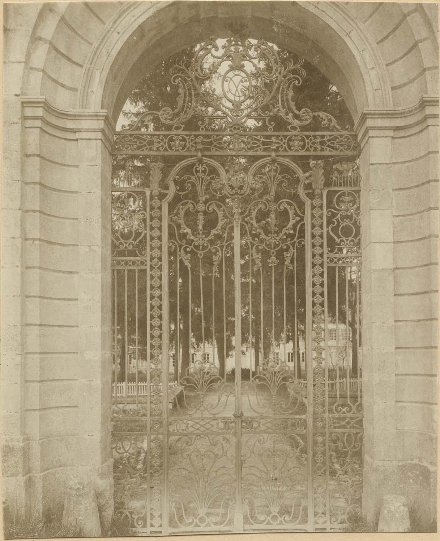Clôture (grille) de la porte du parc