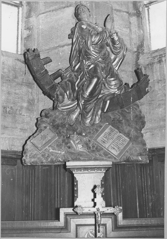 Groupe sculpté : Sainte Catherine et ses attributs