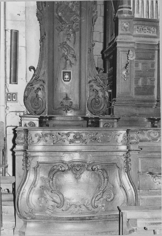 Stalles, trône épiscopal