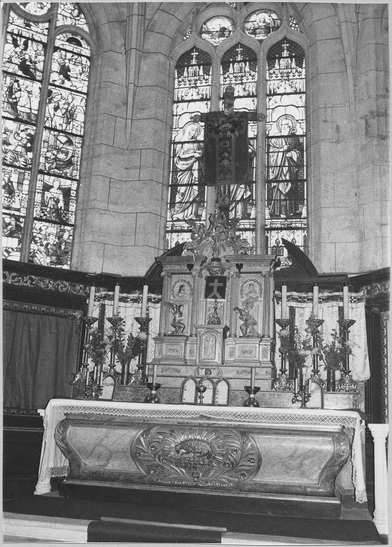 Autel, retable, gradin d'autel, tabernacle, lambris de revêtement (maître-autel, lambris du choeur)