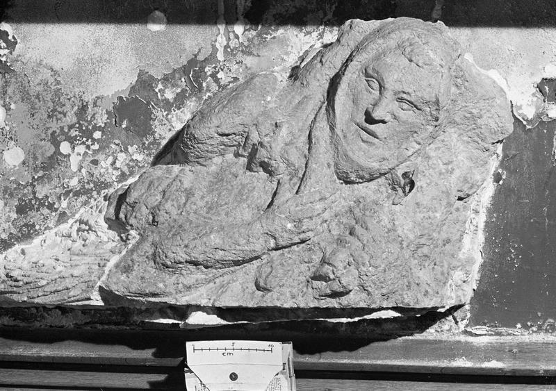 Bas-relief en pierre, fragment : Bon Pasteur ou berger