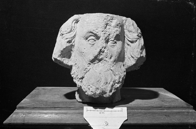 Statue en pierre de Vernon, fragment : tête