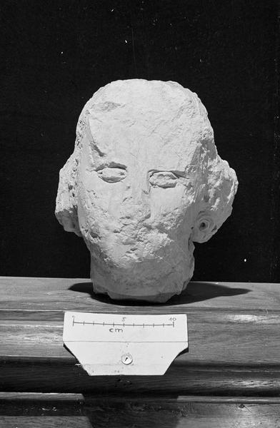 Statue en pierre de Vernon, fragment : tête de jeune homme