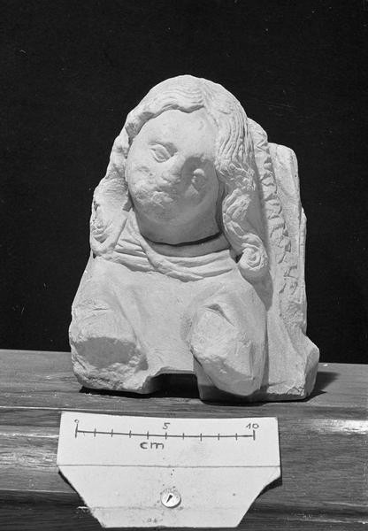 Statue en pierre de Vernon, fragment : buste de Madeleine (supposé)